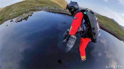 「鋼鐵人」出任務 飛行套裝模擬救援行動