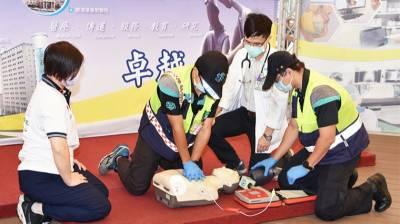 慢壘選手場上心跳突然停止 3個巧合保命AED搶救成功