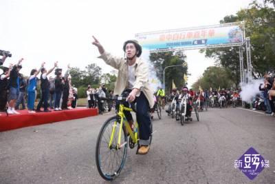 臺中自行車嘉年華 陳漢典與民眾 遊台中樂在「騎」中