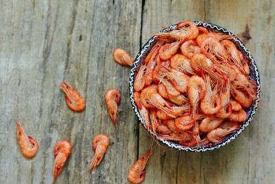 多吃魚可抑制發炎!關節退化常痠痛?強筋健骨的4大類食物