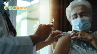 照顧行動不便居家醫療病人 奇美醫到家疫苗施打