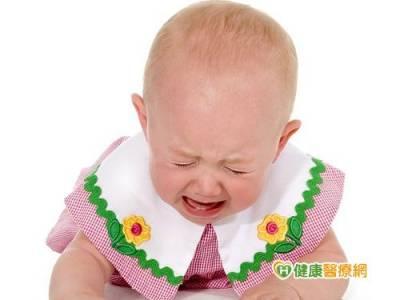 2歲男娃夜夜哭鬧 頭髮眉毛都掉光