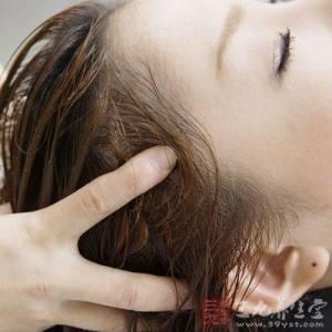「鹽水洗頭」竟有神奇功效!使頭髮光亮 抑止油脂分泌 防掉髮…詳細步驟教學!