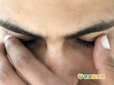 長期用眼過度 小心眼睛提早老化