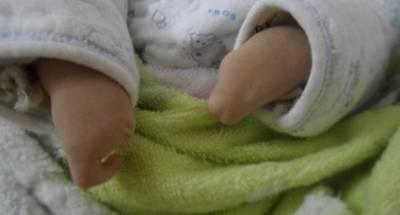 看到剛出生的嬰兒..醫生驚訝不語,原因竟然是 父母知道後氣到暈眩過去!